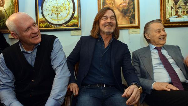 В тверском Доме поэзии открылась выставка Никаса Сафронова