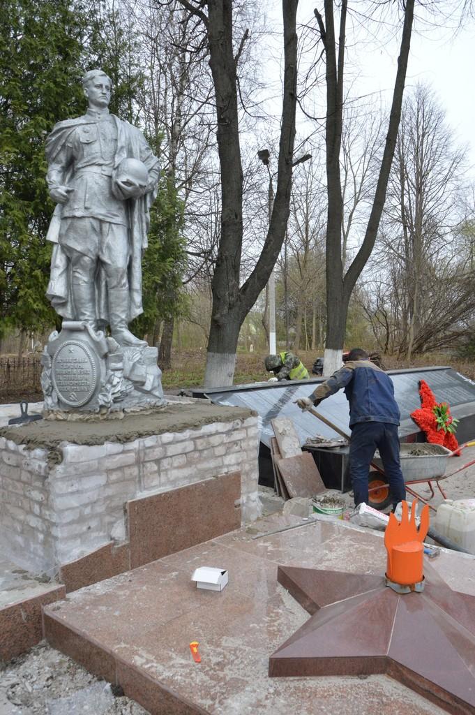К Дню Победы в Твери приводят в порядок воинские захоронения