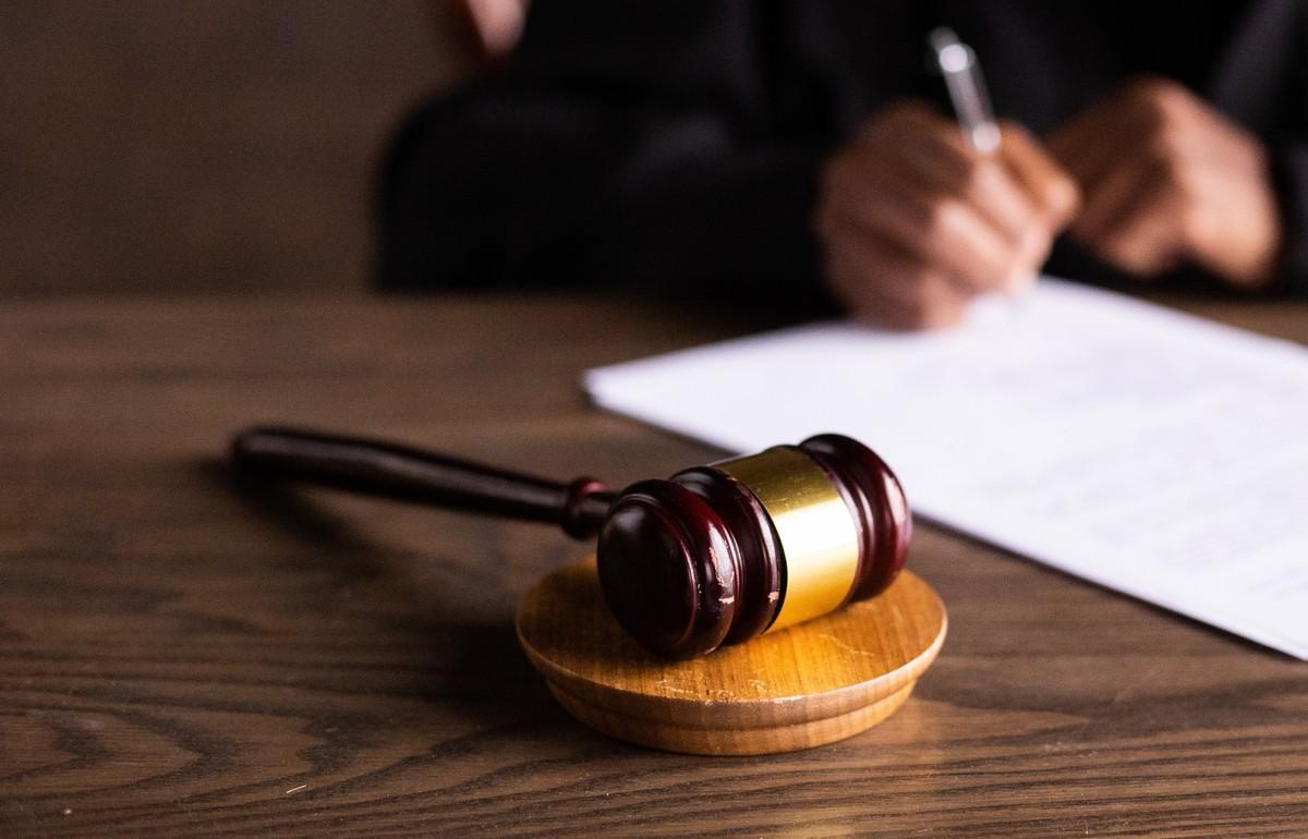 В Твери чиновника, обвиняемого в злоупотреблении полномочиями, отпустили под домашний арест - новости Афанасий