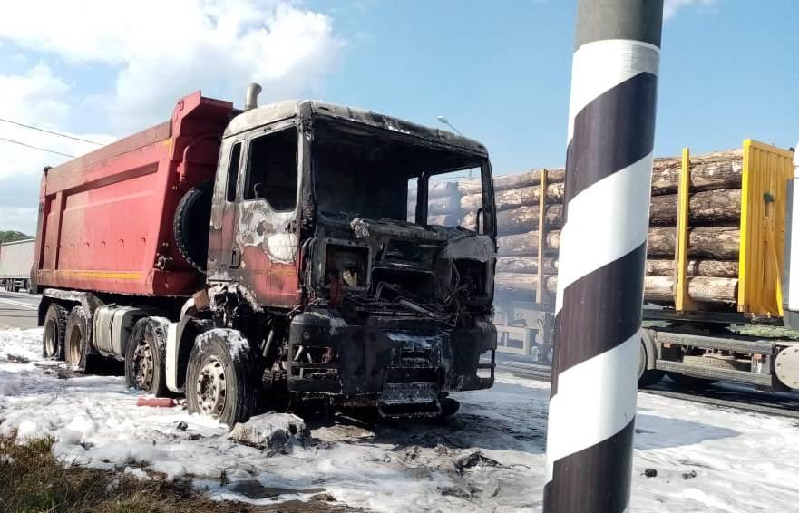 Под Тверью на трассе М10 сгорел грузовик - новости Афанасий