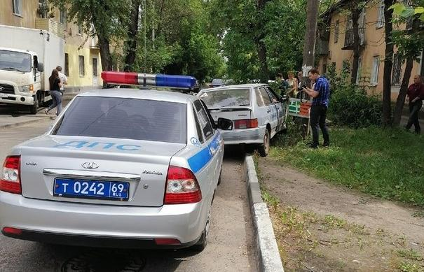 В Твери нетрезвый инструктор автошколы пытался убежать с места ДТП - новости Афанасий