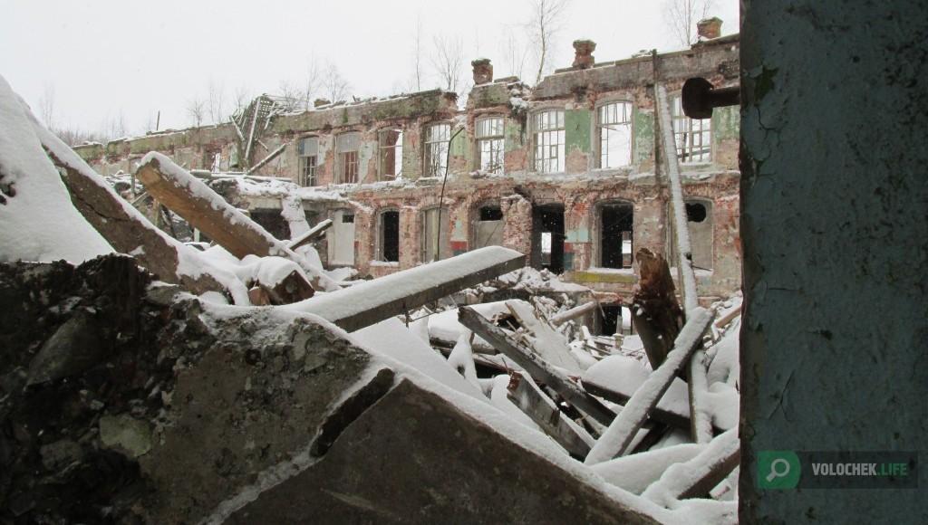 Опубликованы фото и видео из обрушившегося здания фабрики в Вышнем Волочке Тверской области - новости Афанасий
