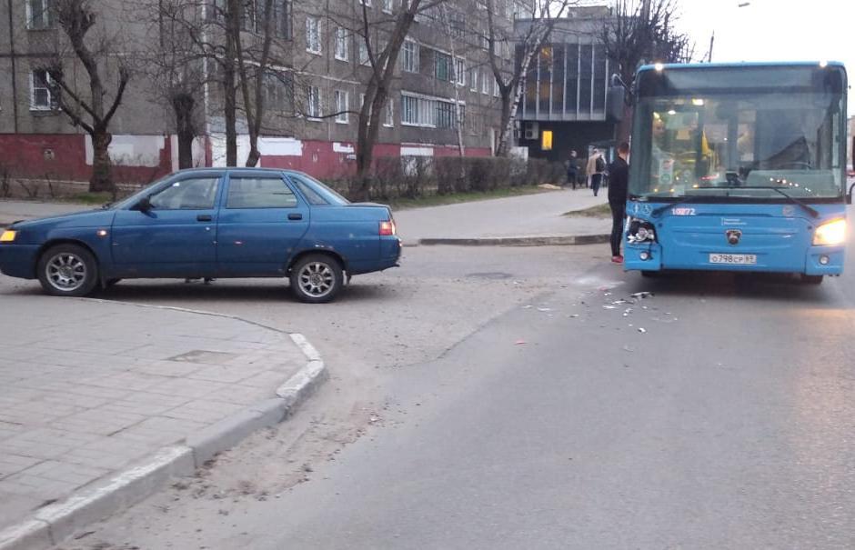 В Твери женщина получила травму из-за «подрезавшей» автобус легковушки - новости Афанасий