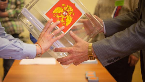 По результатам обработки первых протоколов на 15.00 поправки в Конституцию РФ поддерживают 73 % проголосовавших граждан страны - новости Афанасий