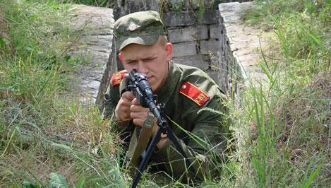 Тверские суворовцы в летнем лагере освоили стрельбу из автомата и научились оборудовать окопы