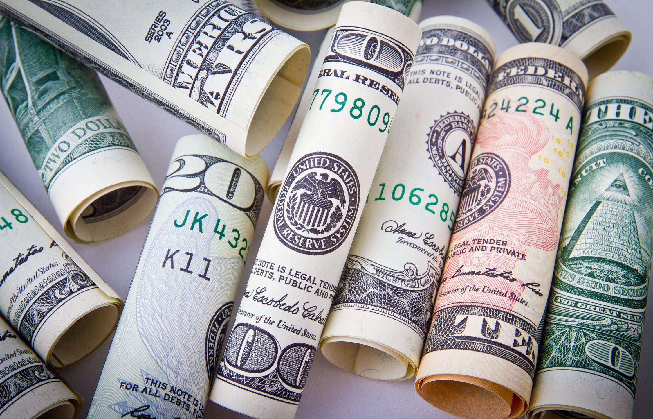 МКБ заключил новые сделки по бивалютному депозиту - новости Афанасий