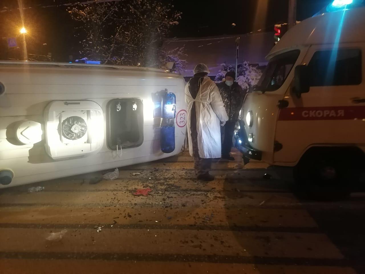 Три человека получили травмы в ДТП с машиной скорой помощи в Твери - новости Афанасий