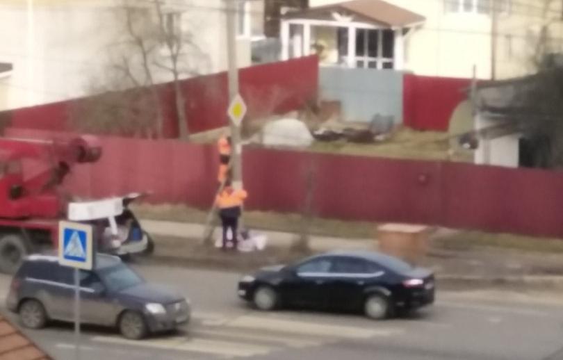 На улице Красина в Твери устанавливают знаки «ограничение скорости» - новости Афанасий