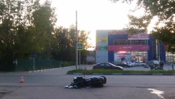 В Тверской области женщина за рулем иномарки сбила мотоциклиста