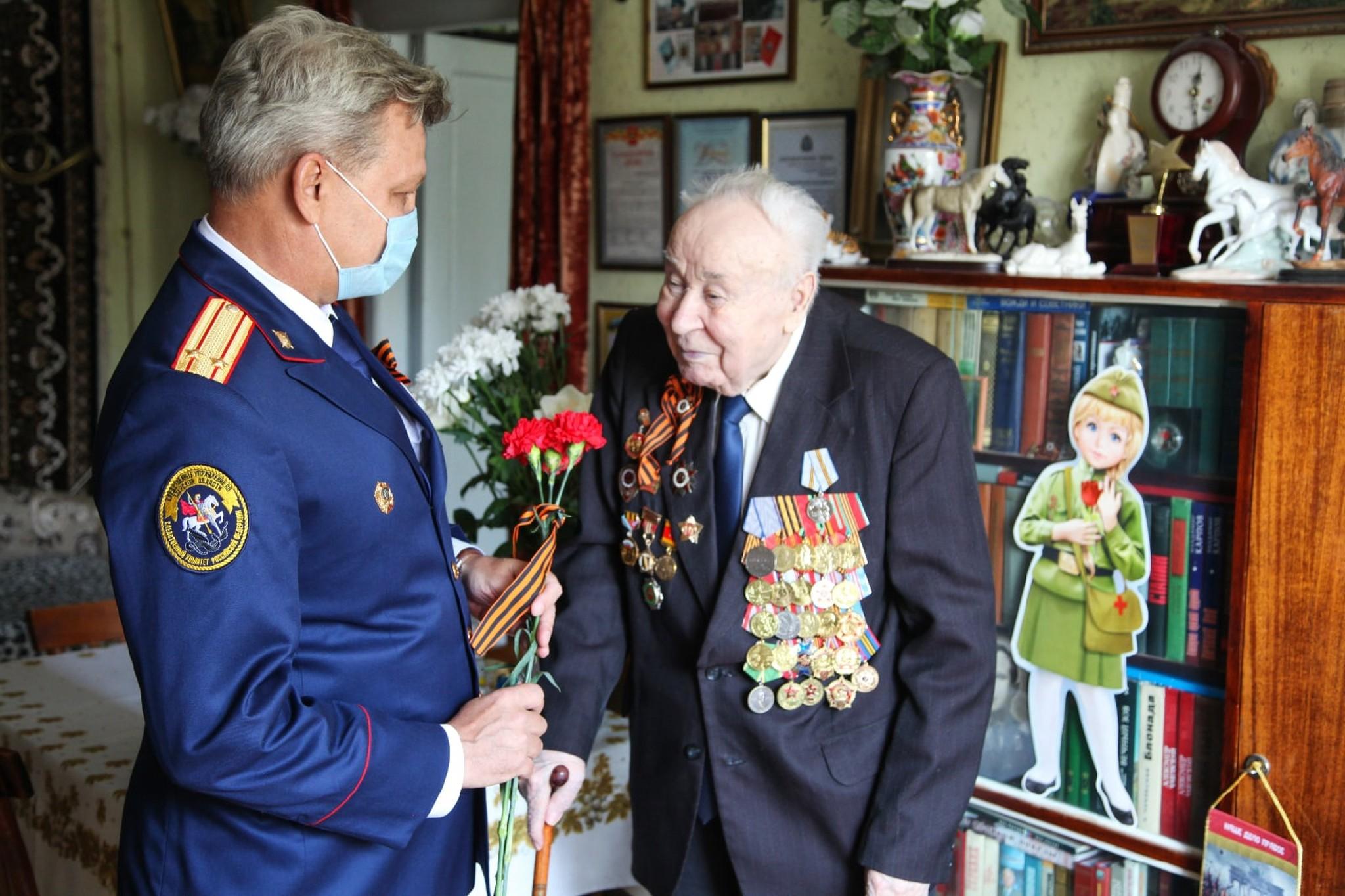 Сотрудники тверского СК в преддверии Дня Победы навестили ветерана Великой Отечественной войны