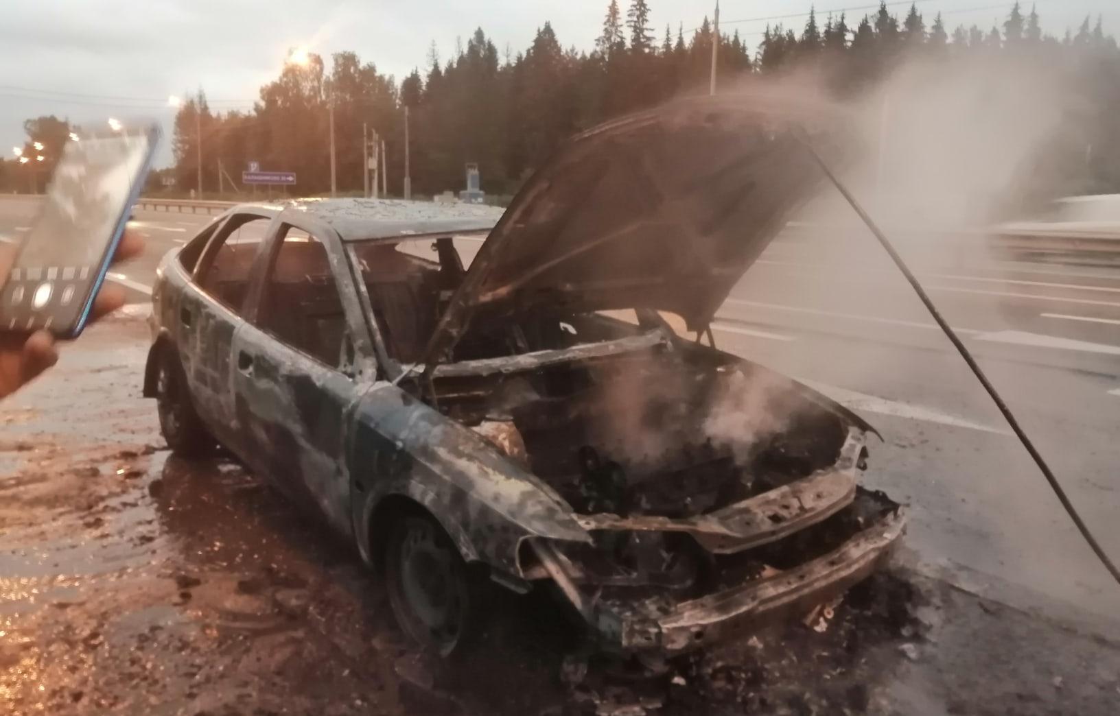 В Тверской области на трассе М10 сгорела легковушка - новости Афанасий
