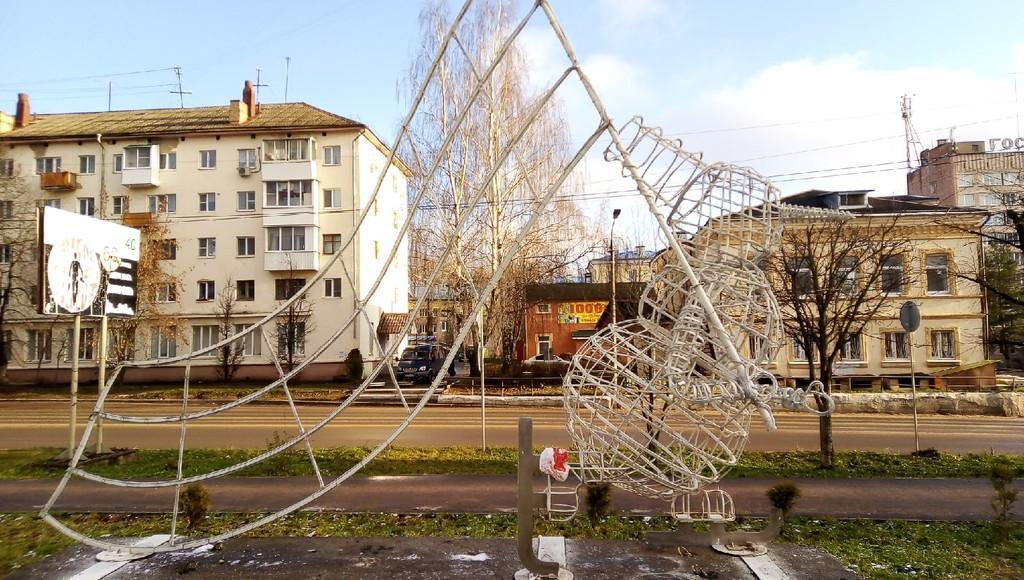 К Новому году Ржев Тверской области украсил светодиодный снеговик - новости Афанасий