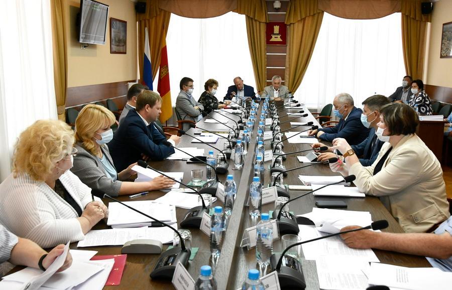 Комитет рассмотрел вопросы развития АПК и регулирования земельных отношений