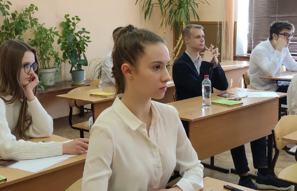 ОГЭ и ГВЭ в 9 классах стартовали в России