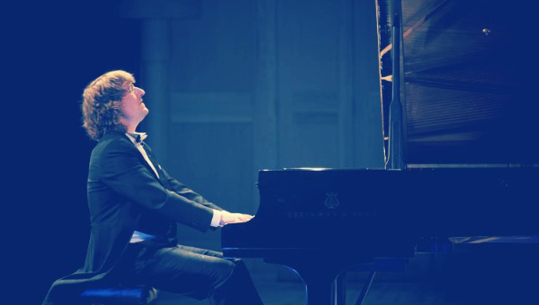 В Тверской филармонии выступит пианист Сергей Тарасов, «превращающий музыку в золото»