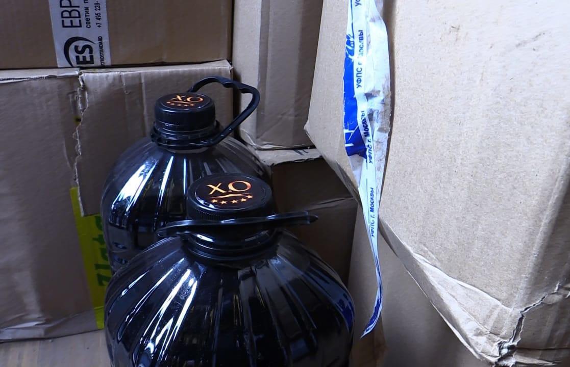 «Элитный» алкоголь из пластиковых баклажек: в Твери силовики нагрянули на склады - новости Афанасий