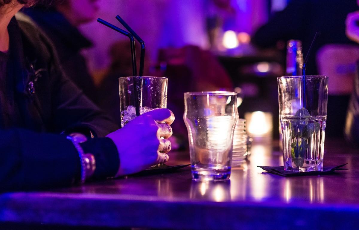Ходить в ночные бары до 21 года могут запретить в России