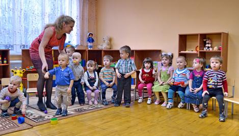 Сотрудникам дошкольных образовательных учреждений теперь будут платить зарплату из областного бюджета