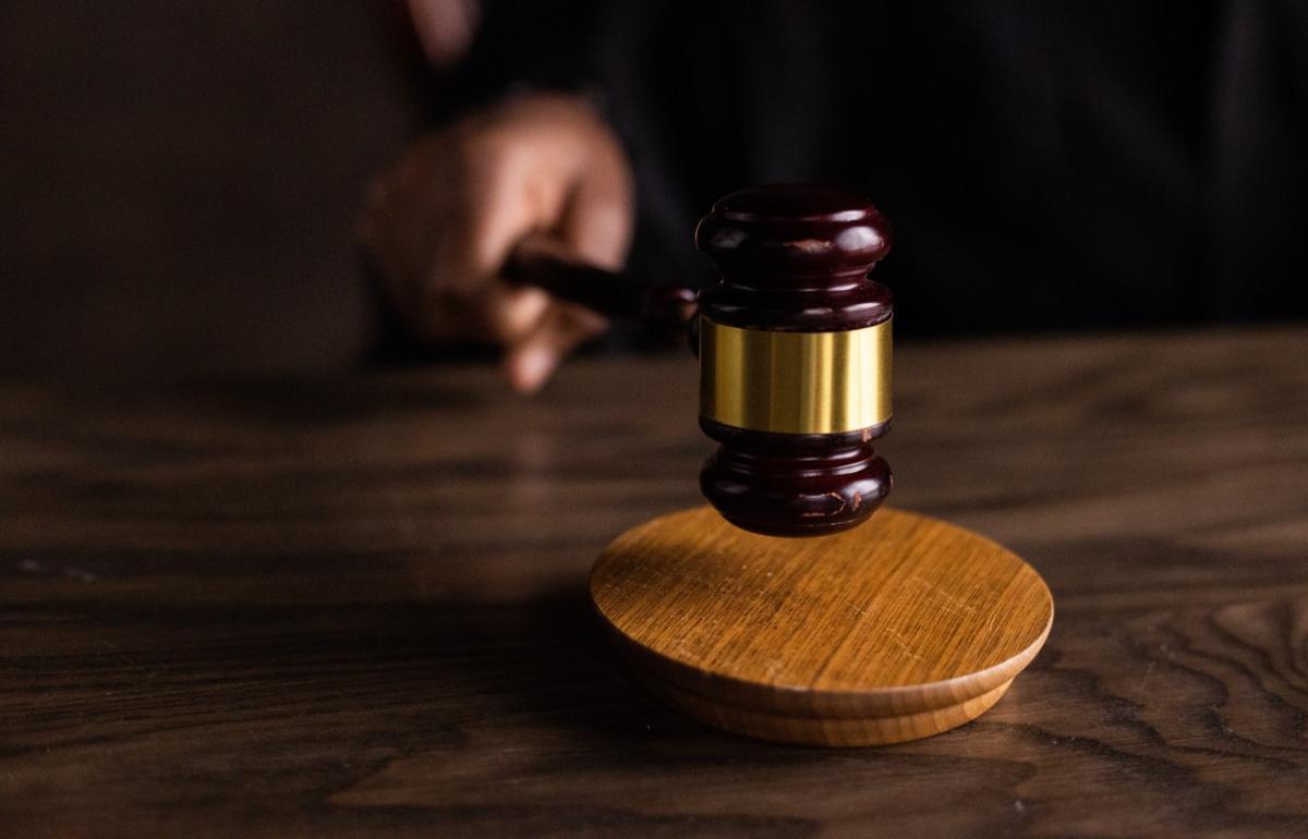 Суд в Твери оставил под стражей одного из двух полицейских, обвиняемых в превышении полномочий - новости Афанасий