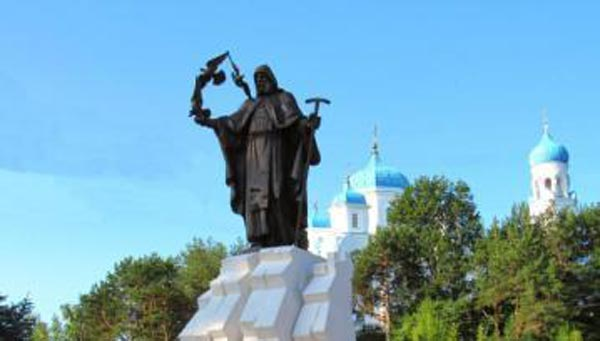 В Торжке установили памятник Ефрему Новоторжскому / фото