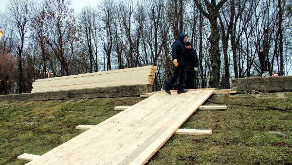 В Твери у пирса Ручного вокзала строят купель