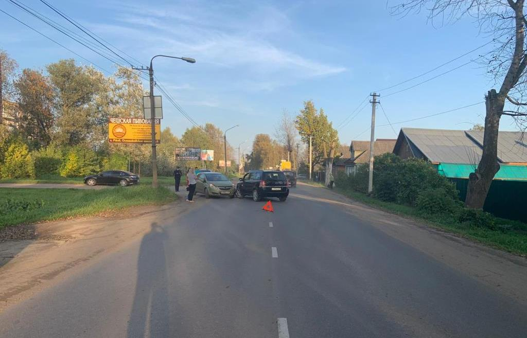 В Ржеве Тверской области при столкновении легковушек пострадал мужчина - новости Афанасий