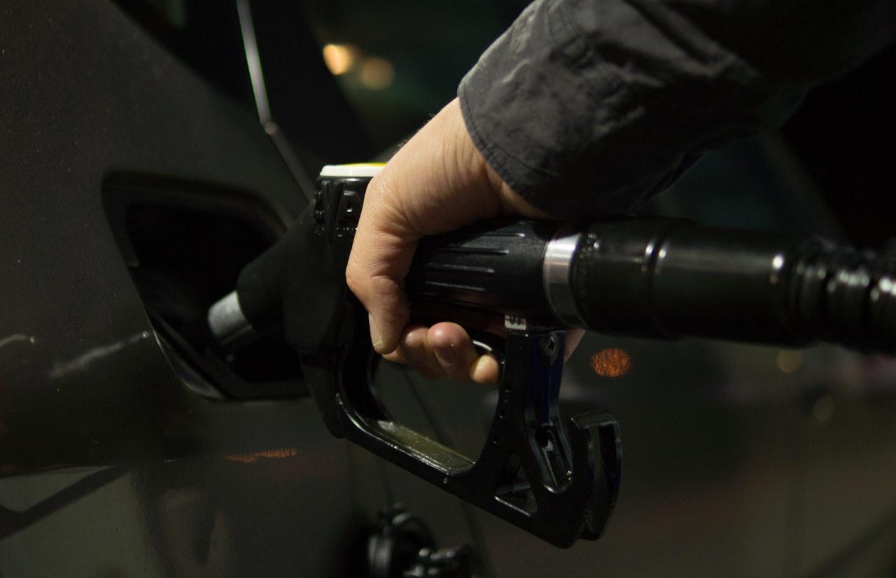 Семьям с детьми предложили выдавать бесплатный бензин - новости Афанасий