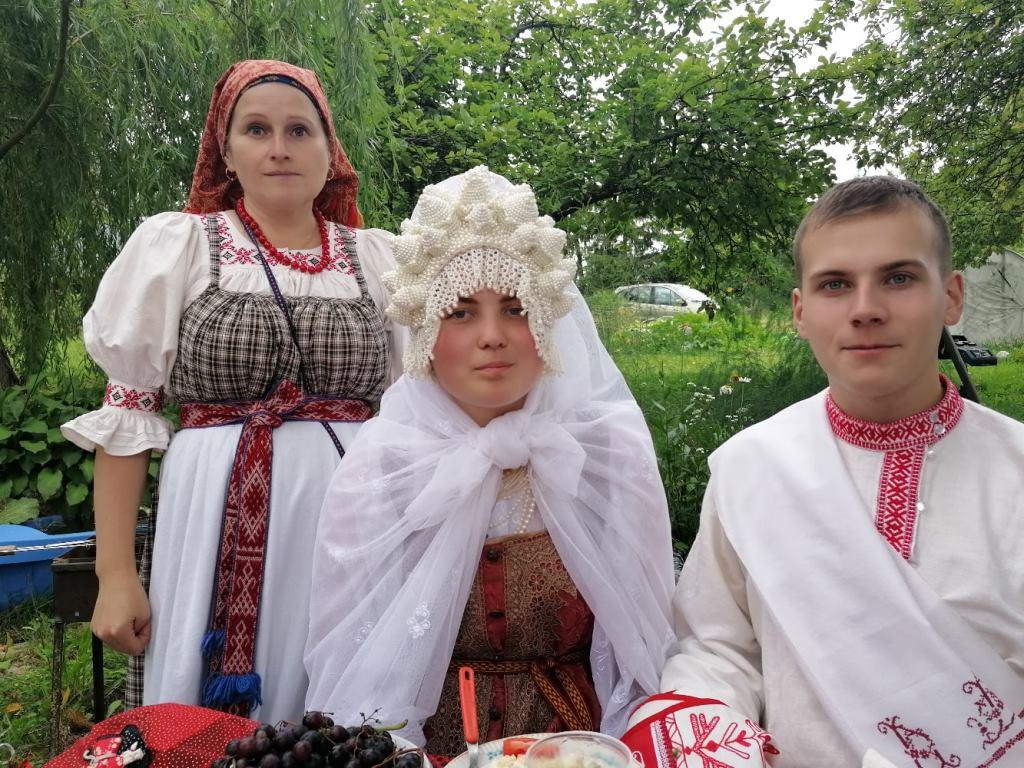 Тверь и Псков играют свадьбу по исконным традициям