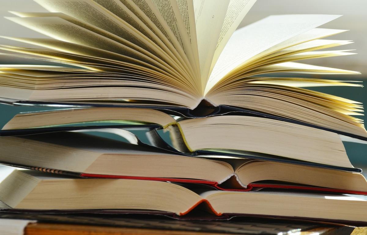 Суд в Тверской области обязал три школы закупить учебники - новости Афанасий