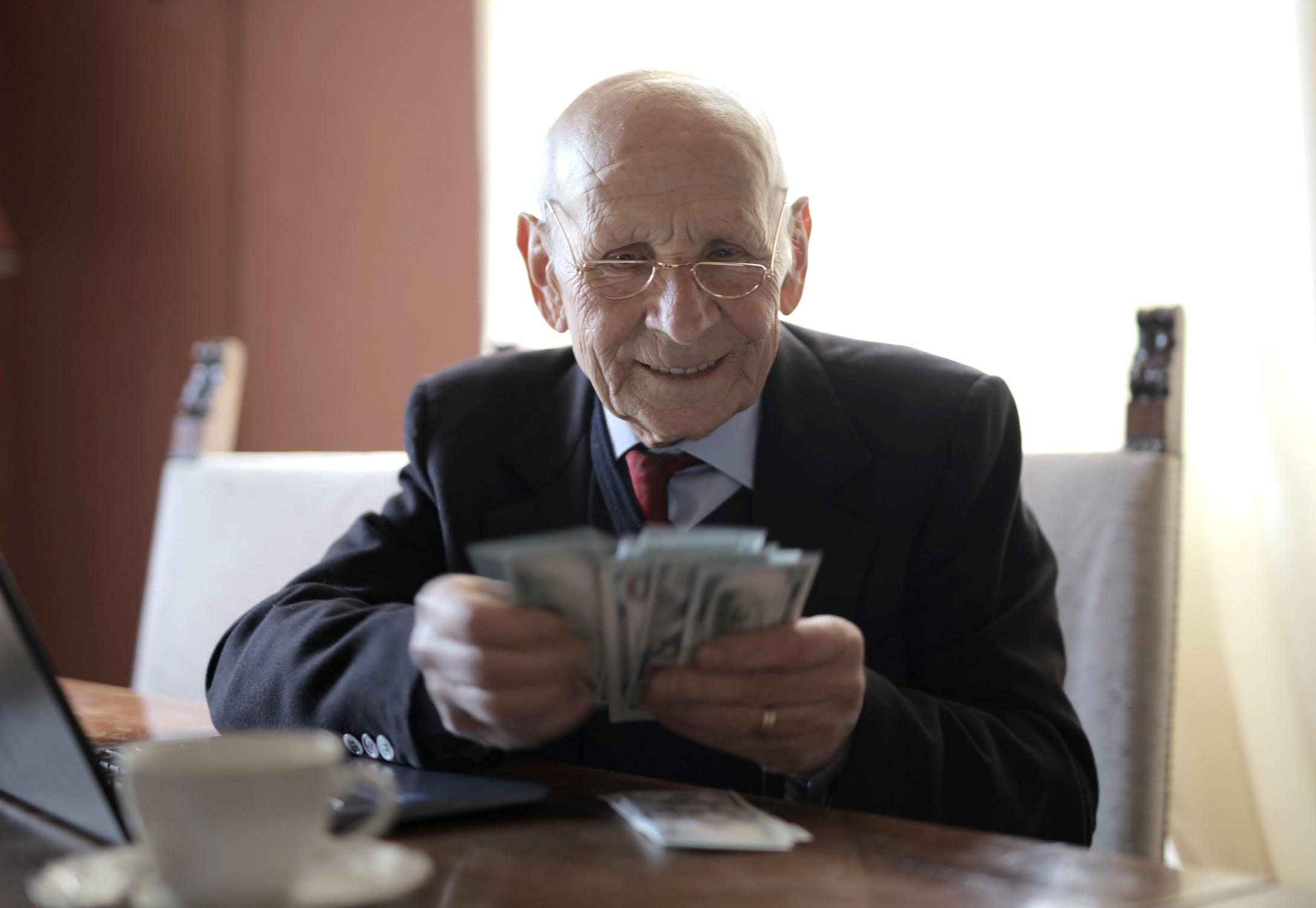 Кто получит пенсию 30 тысяч стоимость пенсионного балла в 2021 и фиксированная