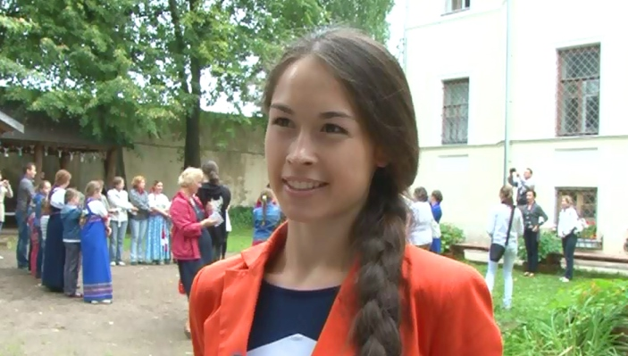 В конкурсе на самую длинную косу победила 23-летняя жительница Твери. В числе претендентов на победу был даже мужчина / фото, видео