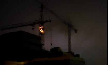 Очевидцы сняли горящий в Твери подъемный кран - новости Афанасий
