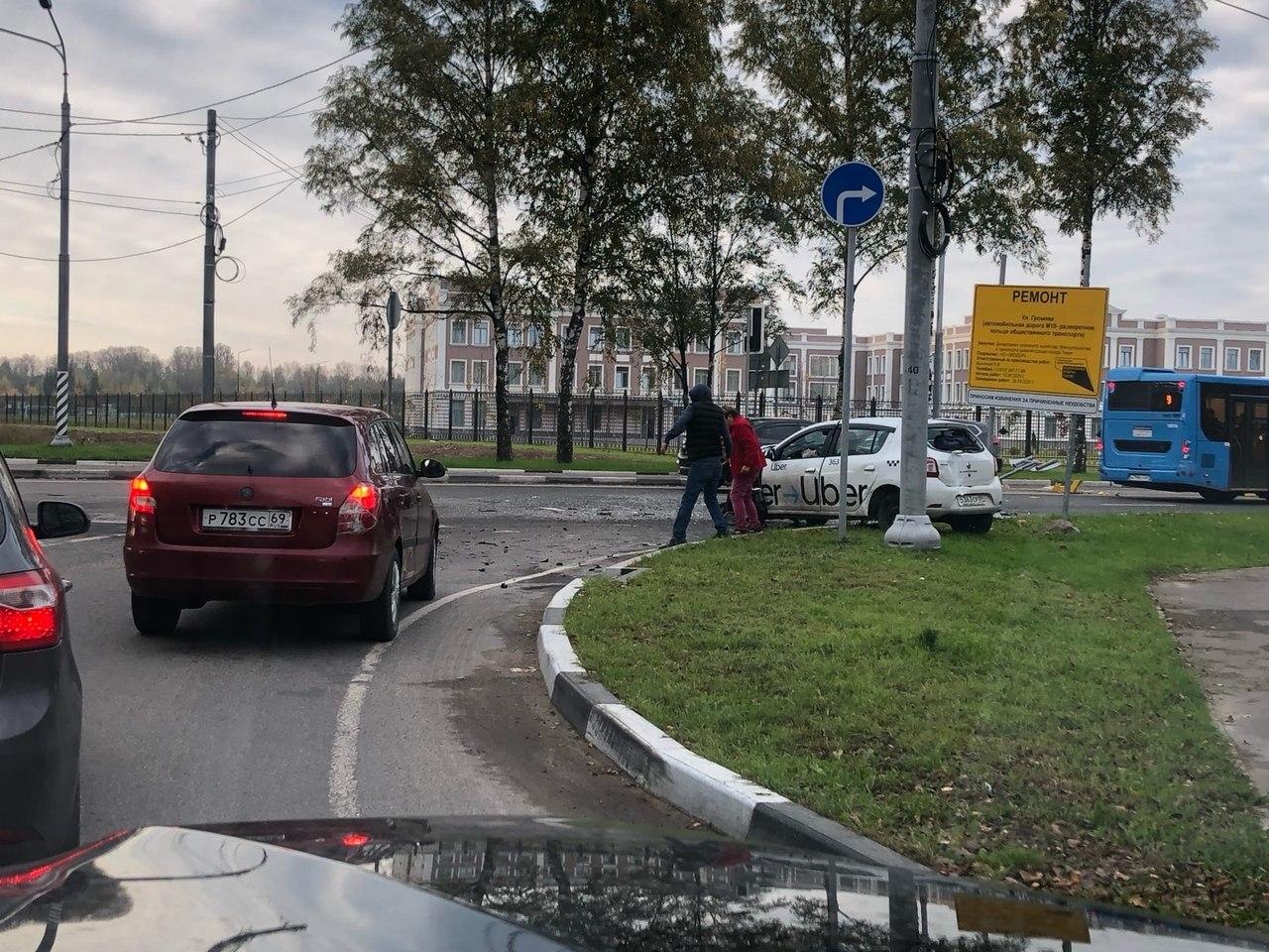 В Твери водитель автобуса пострадал из-за нарушившего ПДД водителя такси - новости Афанасий