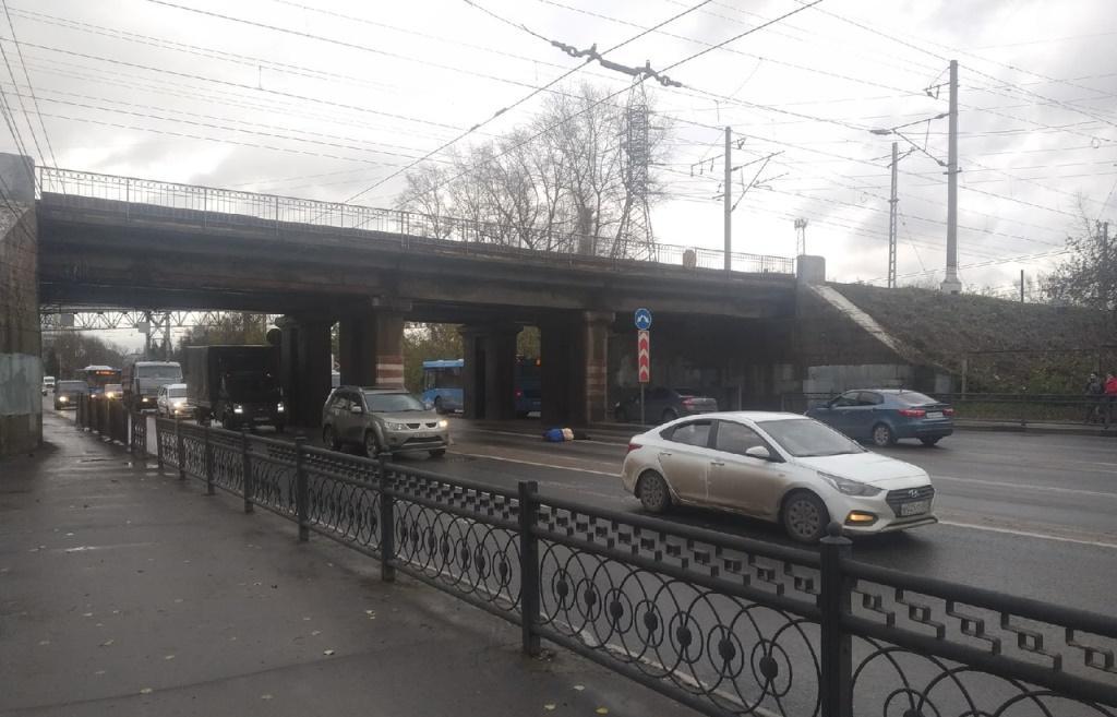 В Твери с моста на машину упал мужчина - новости Афанасий