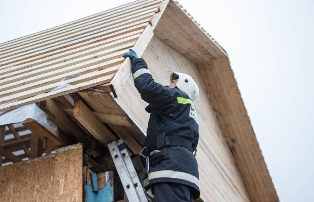 В Андреаполе восстановлено 58 домов, пострадавших во время смерча - новости Афанасий
