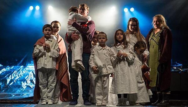 Жители Твери могут подарить поход в театр детям из неблагополучных семей