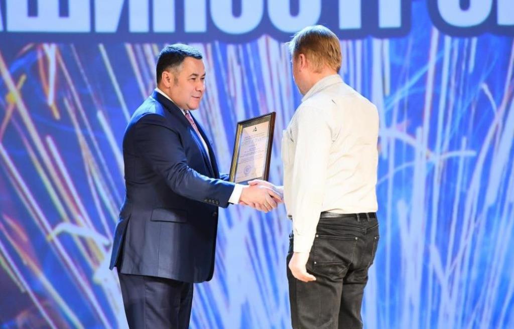 Игорь Руденя в преддверии Дня машиностроителя наградил лучших специалистов отрасли - новости Афанасий