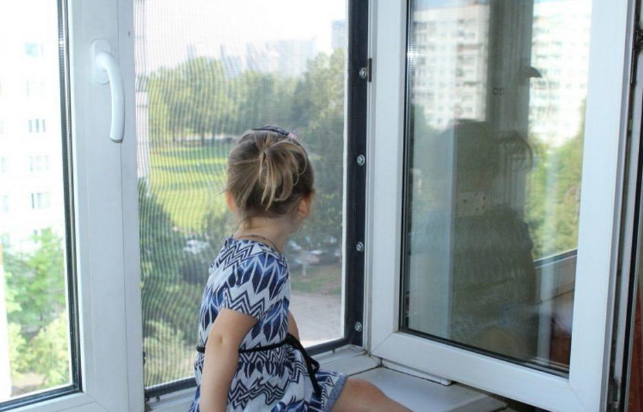 В Тверской области 3-летняя девочка выпала из окна - новости Афанасий