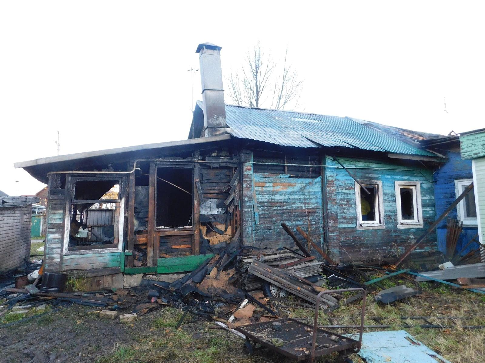 В Твери на месте пожара, в котором погибли два человека, работают следователи - новости Афанасий