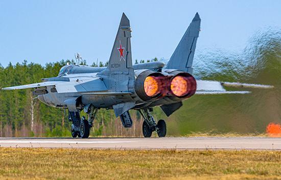 В небе Тверской области летчики-истребители отработали воздушный бой на сверхзвуковых скоростях - новости Афанасий