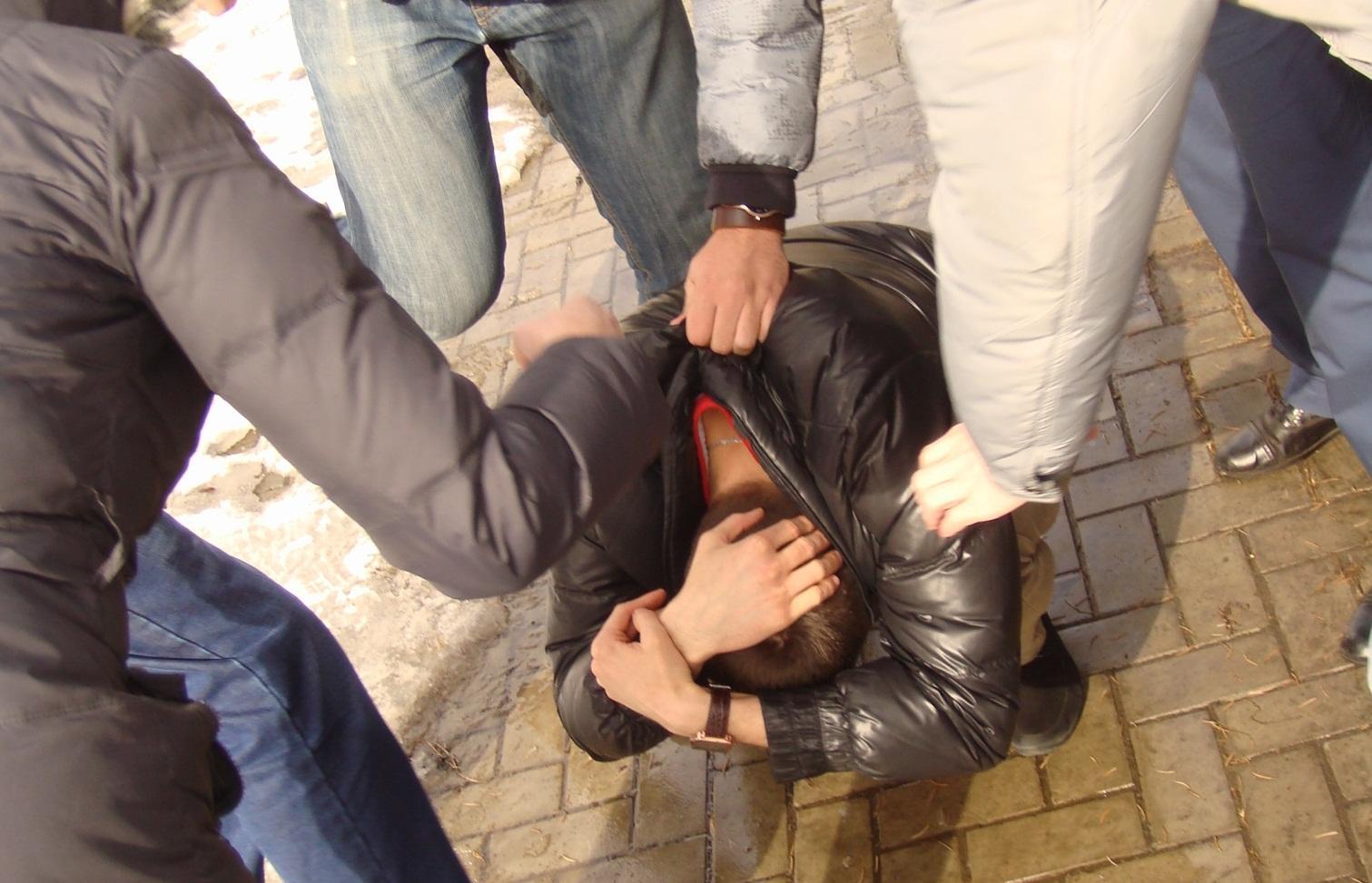 Женщина, сына которой избили толпой в Твери, заявила о давлении на их семью после возбуждения уголовного дела - новости Афанасий