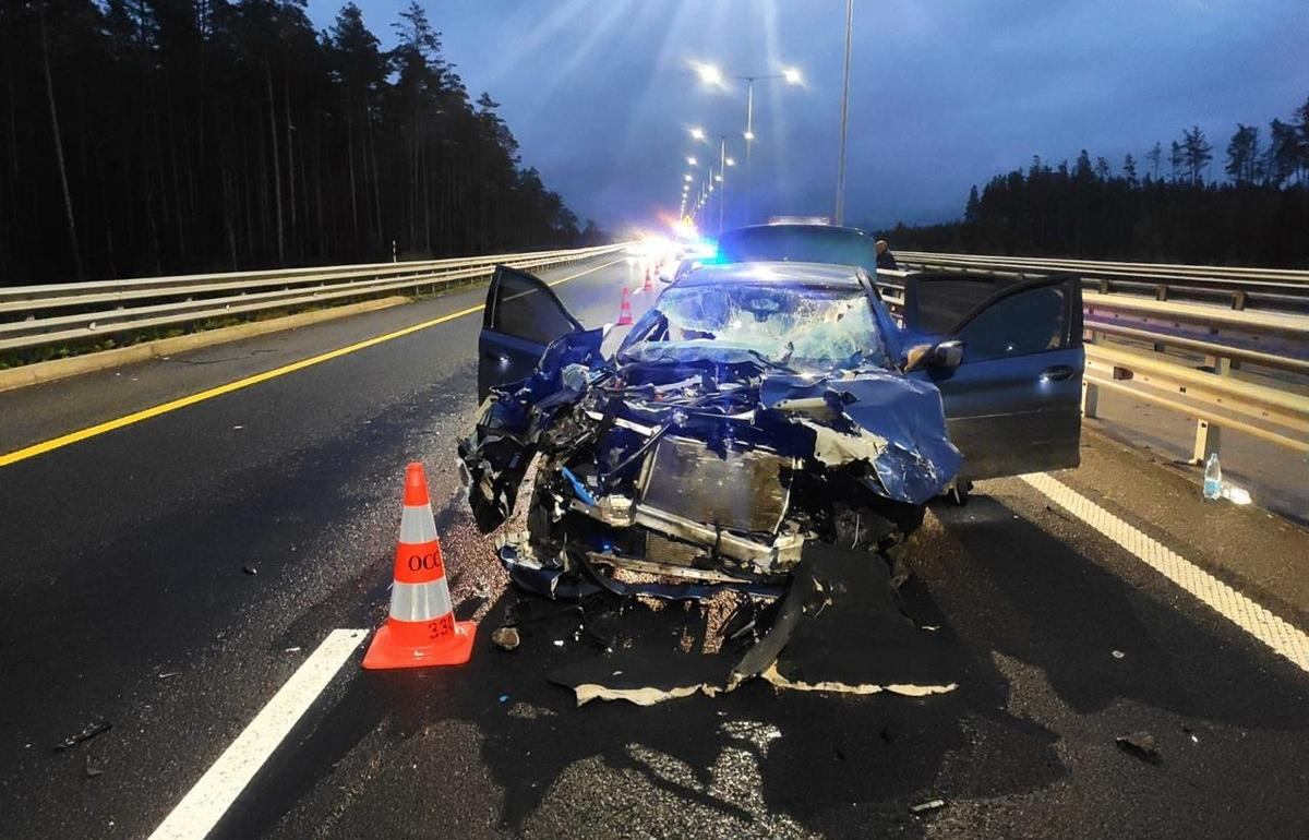 Водитель иномарки пострадал в столкновении с фурой на трассе М11 в Тверской области - новости Афанасий