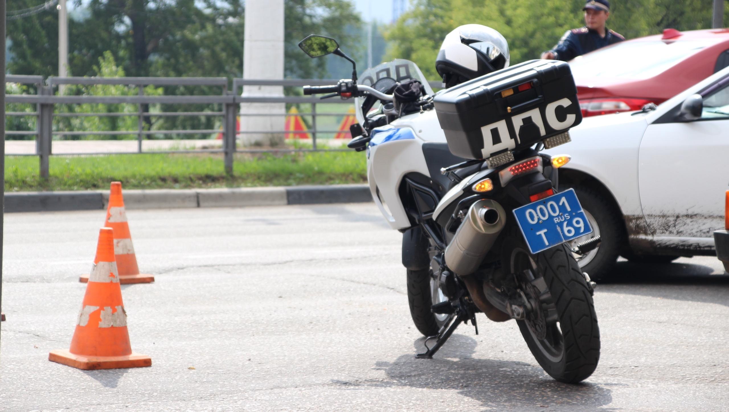 В ДТП в центре Твери пострадал мотоциклист