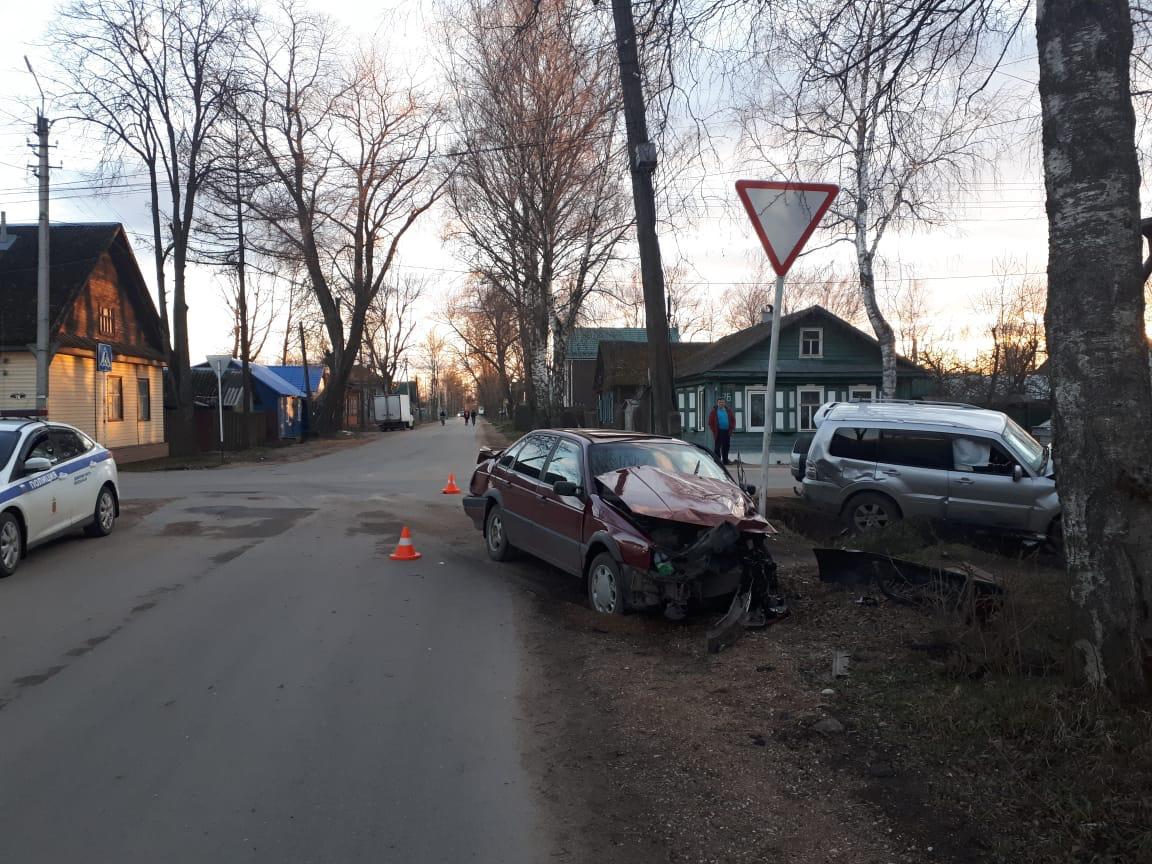 В Тверской области водитель внедорожника спровоцировал ДТП с пострадавшим - новости Афанасий