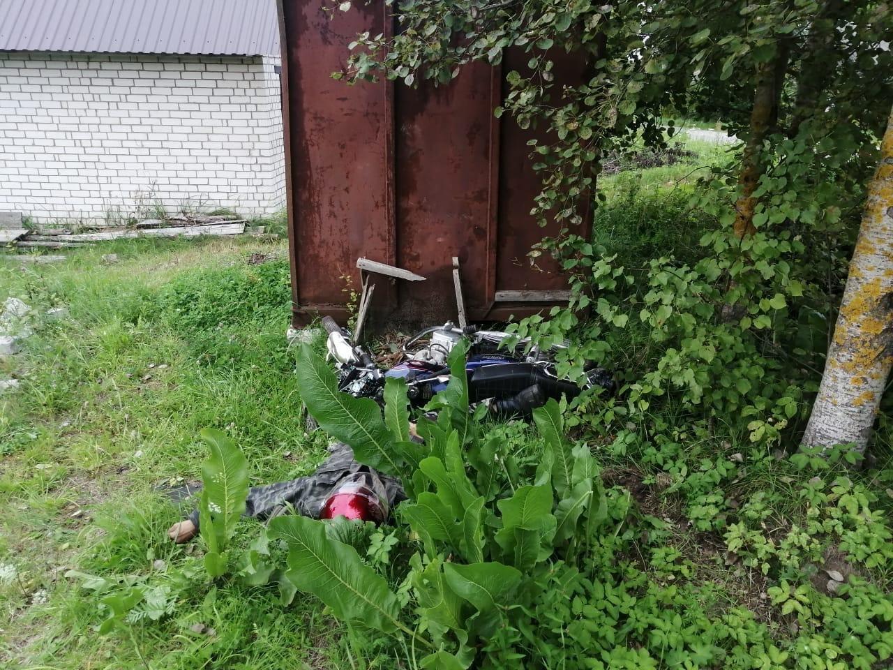 Водитель мотоцикла погиб, врезавшись в металлический контейнер под Тверью - новости Афанасий