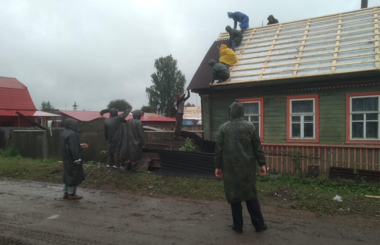 По поручению губернатора Игоря Рудени в Андреаполе оказывается необходимая помощь жителям, пострадавшим от стихии