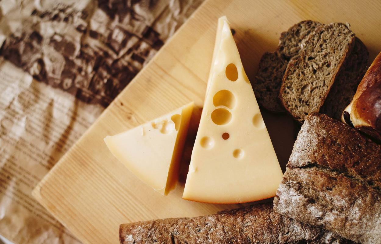 Житель Твери дважды пытался украсть сыр из «Пятерочки» - новости Афанасий