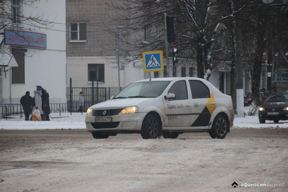 УГИБДД по Тверской области предупреждает водителей о снегопаде на дорогах региона - новости Афанасий