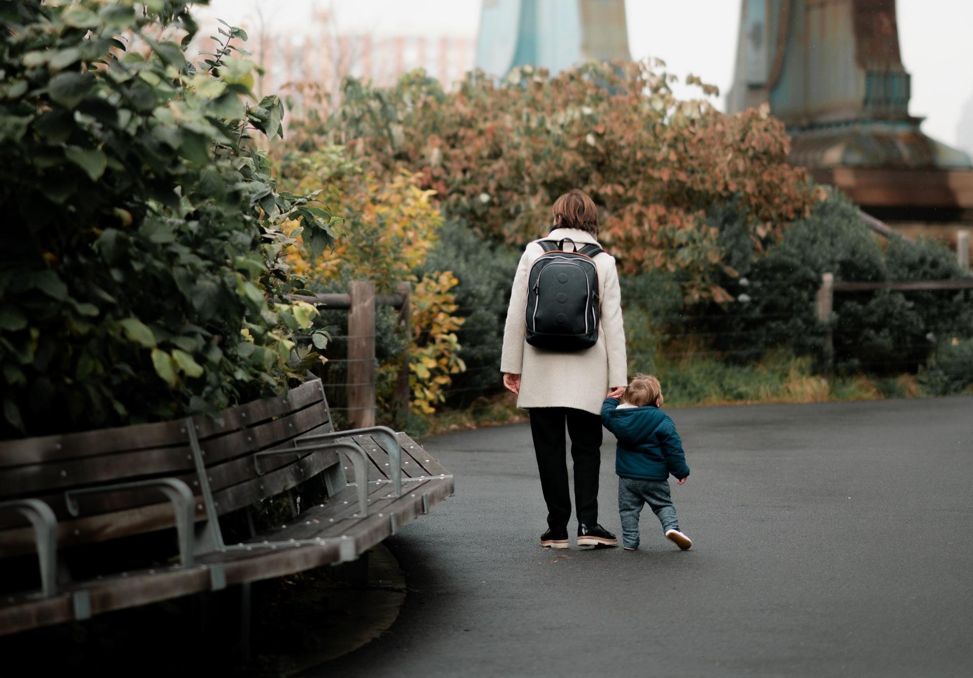 Как получить выплаты родителям-одиночкам, рассказали в Минтруда - новости Афанасий
