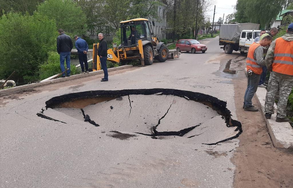 В Кимрах Тверской области на одном из мостов провалился асфальт - новости Афанасий